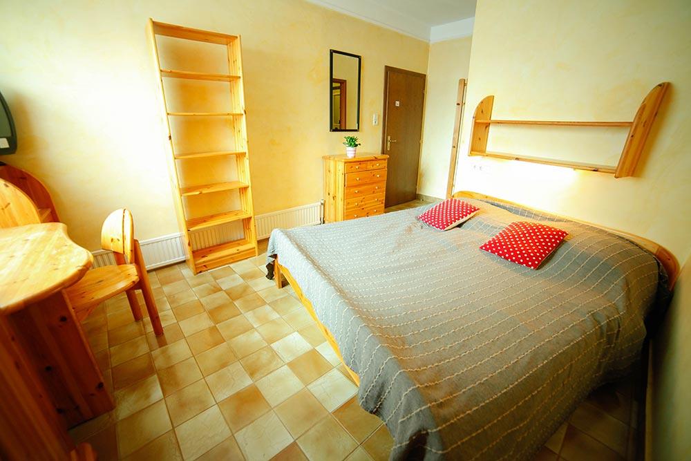 Zimmer 10 im Gästehaus Huss - Blick über das Bett