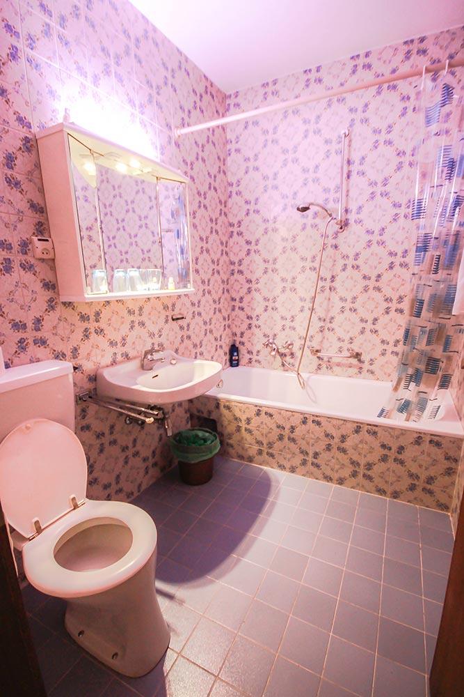 Das Zimmer 2 im Gästehaus Huss - Das Bad