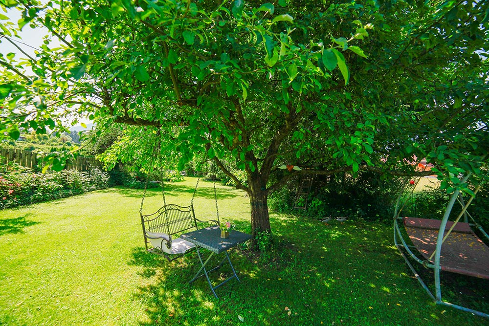 Gästehaus Huss Garten mit Schaukel
