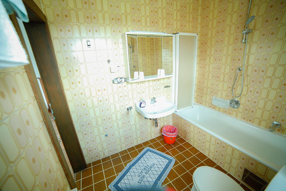 Zimmer 1 im Gästehaus Huss - Badezimmer mit Badewanne