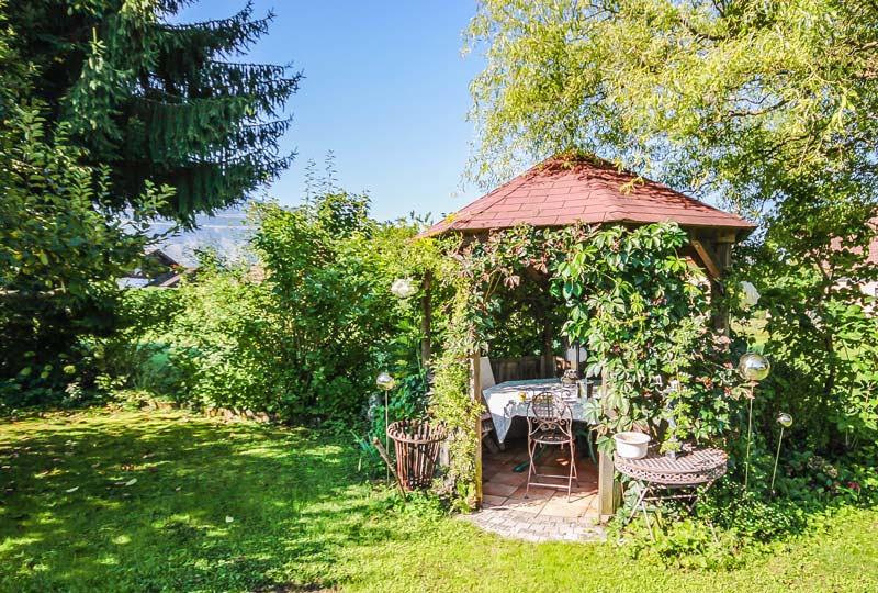 Gästehaus Huss - Pavillon im Garten